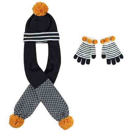 Bonnet écharpe en tricot à pompons et gants rayés