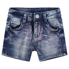 Short en jeans avec enduction effet arc-en-ciel