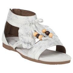 Nu-pieds blancs et argentés avec plumes et perles fantaisie