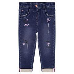 Jeans effet used et crinkle avec syboles colorés printés