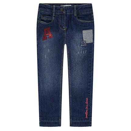 Jeans effet used et crinkle avec badges patchés