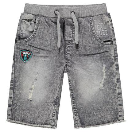 Bermuda en jeans effet used avec badge et usures