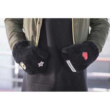 Moufles en maille chenille avec badges patchés ©Smiley