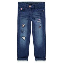 Jeans effet used et crinkle avec motifs brodés sur les jambes