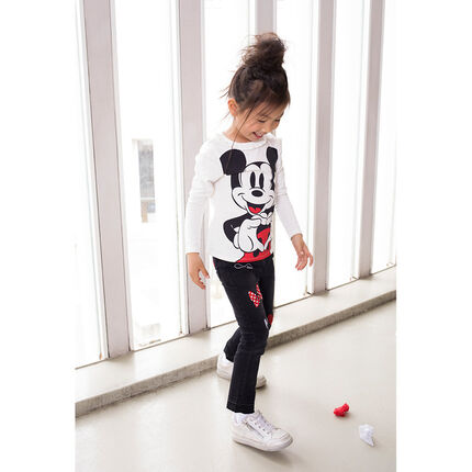 Jeans slim effet used avec badges et print Minnie ©Disney