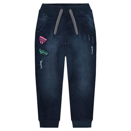 Jeans en molleton effet denim used avec badges