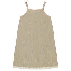 Robe plissée dorée à fines bretelles
