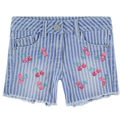 Short en jeans effet used avec rayures et cerises brodées