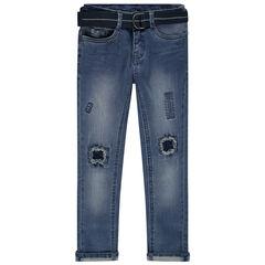 Jean effet used à trous et ceinture repositionnable