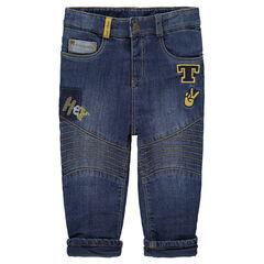 Jeans effet used doublé sherpa avec badges patchés et broderies