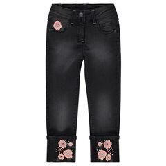 Jeans effet used avec fleurs brodées