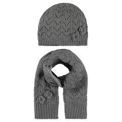 Ensemble bonnet et écharpe en tricot avec fleurs cousues devant