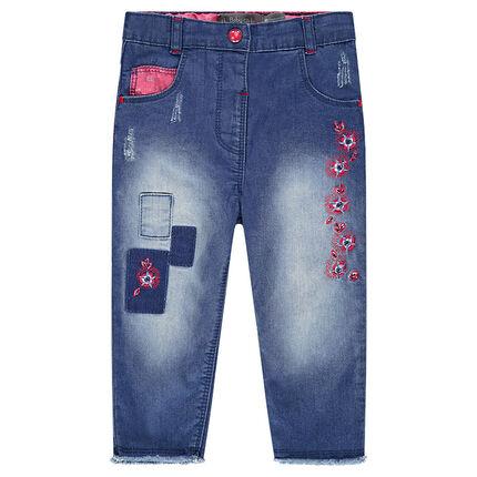 Jeans avec patchs et broderies