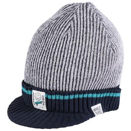 Bonnet en tricot avec visière intégrée