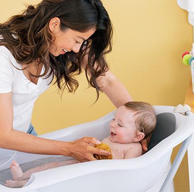 Siège de bain, transat, anneau: quel accessoire choisir pour le bain de bébé?